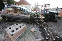Opilá řidička kosila v pátek ráno svým automobilem jednu překážku za druhou.