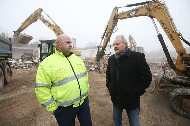Starosta Litoměřic Ladislav Chlupáč (vpravo) informoval své kolegy na setkání starostů v Mšeném-lázních o zahájení výstavby zázemí výzkumného pracoviště při geotermálním centru v bývalých Jiříkových kasárnách (na snímku).