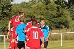 Fotbalisté Brozan (v pruhovaném) porazili Štětí 3:1.