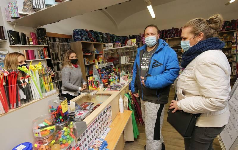 Rozvolnění vládních opatření umožnilo otevření papírnictví v Lovosicích