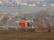Zemědělské jarní práce na Litoměřicku, ilustrační foto.