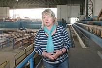 """ZAVŘENO. Stadion nefunguje od povodní. """"V první etapě jsme nechali odstranit nánosy, prostory vyklidili a nechali vyschnout,"""" popsala Dana Berková. Nyní je vše připravené na rekonstrukci."""