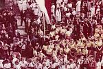 Oslava 1. máje roku 1955, cvičenci v úborech I. celostátní spartakiády