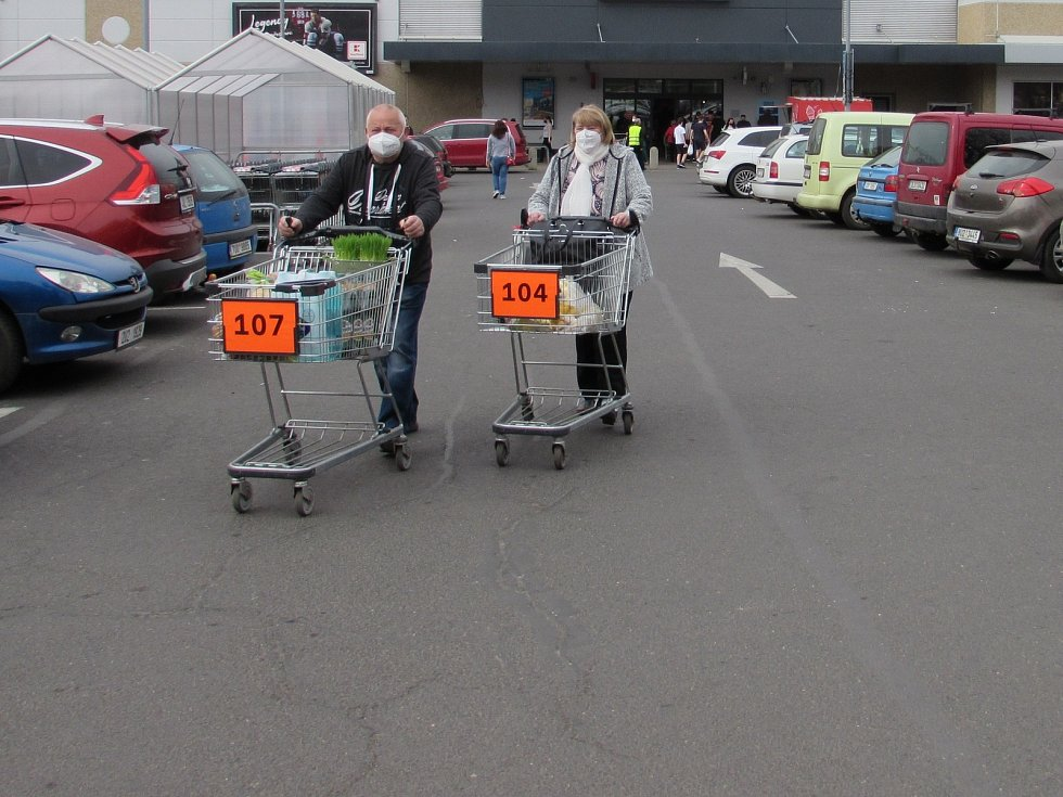 Nakupování před Velikonocemi.