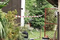 Vražda v Oknech - policisté na místě činu.