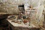 Ve sklepení Vodního hradu v Budyni nad Ohří se nachází původní alchymistická dílna.
