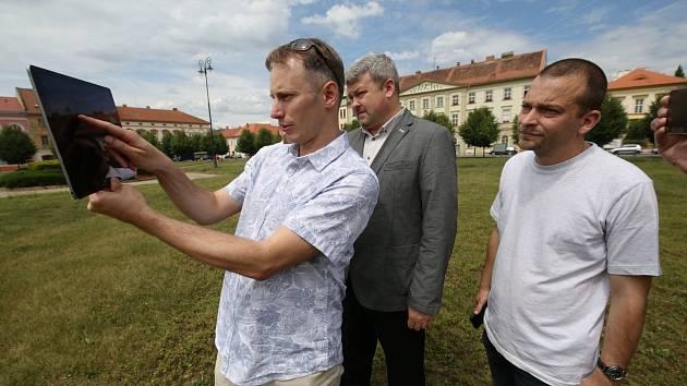 Mobilní aplikace SmartGuide nově provede turisty Terezínem. Ten je prvním městem v kraji, které je takto zmapované.