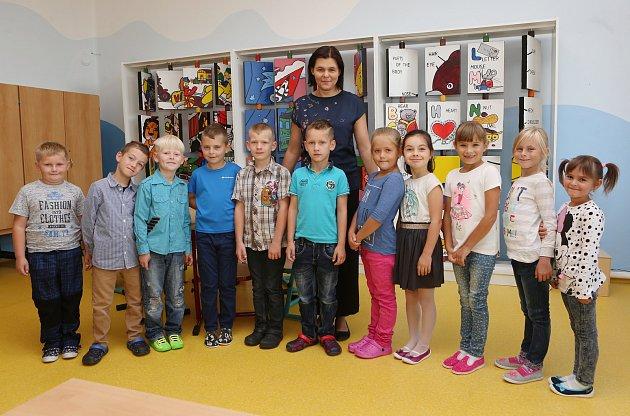 Žáci 1.Aze Základní školy vKřešicích spaní učitelkou Klárou Strmeňovou