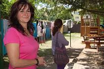 """NÁHRADA ZA DOMOV. Služby Domova pro matky s dětmi mohou klientky využívat už 15 let. Za tu dobu zařízením prošlo 196 žen a 332 dětí. """"Někteří se přitom opakovaně vracejí. Někdy třeba jen pro radu,"""" říká vedoucí domova Ivana Jelínková (na snímku)."""
