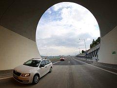 Tunely na dálnici D8 u Prackovic.
