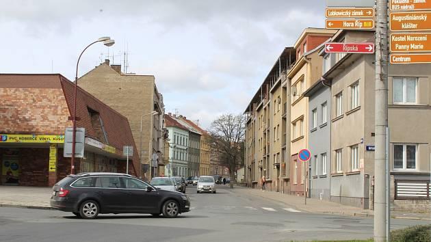Stavební práce v Riegrově ulici zahájí v červnu Severočeská vodárenská společnost opravou a výměnou částí vodovodu a kanalizace. Město na tuto akci naváže rekonstrukcí celého uličního prostoru.