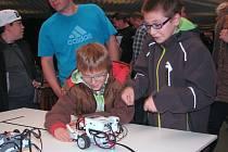 Pro návštěvníky 2. ročníku Technických her mládeže připravili členové jednotlivých sekcí prezentaci a ukázku činnosti svých výrobků a pomůcek. Rozsáhlou expozici měl Merkur.