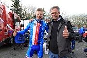 O senzační výsledek se během 3. etapy Závodu míru juniorů postaral cyklista Karel Vacek. Český reprezentant královskou etapu suverénně ovládl, když cílem projel osamocen s třičtvrtěminutovým náskokem na druhého Itala Bagioliho. Do žlutého trikotu se ale v