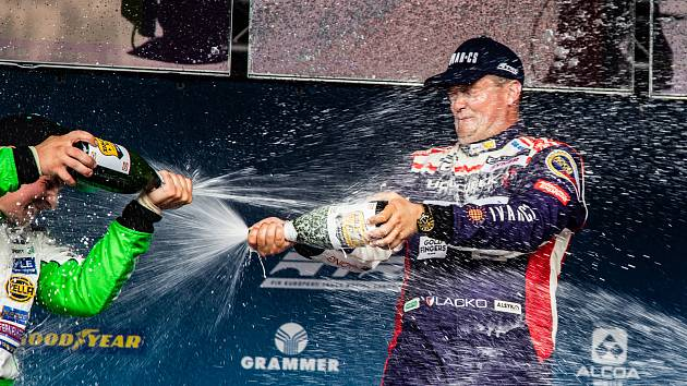 Adam Lacko z Buggyry zvítězil na Nürburgringu.