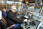 Speciální plavidlo měří u Litoměřic hloubky na vodním toku, zařízení dokáže odhalit překážky v plavební dráze.