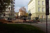 Opravy v ulici Na Valech, 24. duben.