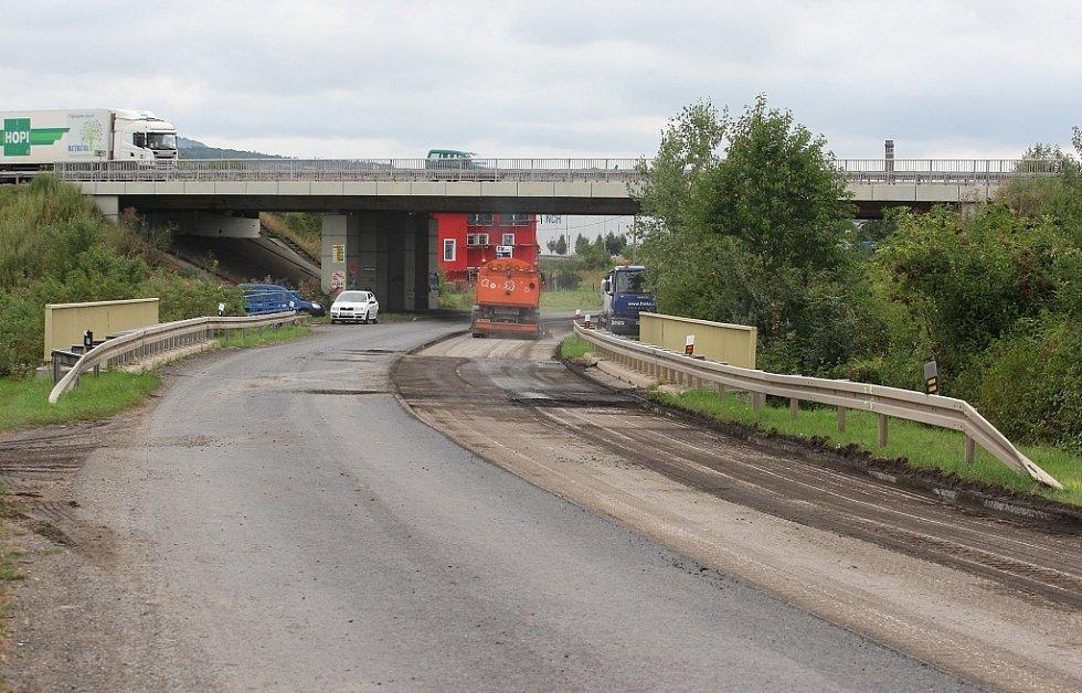Uzavírka v úseku od křižovatky II/247 na dálnici u Siřejovic k průmyslové zóně v Lovosicích.