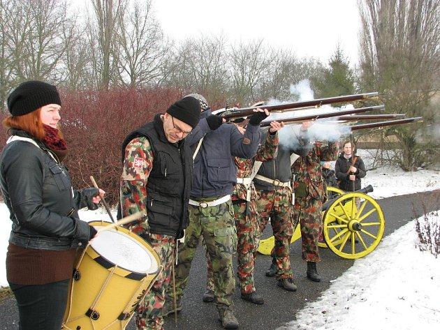 Husaři s infanterií nacvičovali ukázky bitev