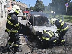 K POŽÁRU dodávkového vozidla vyjížděli ve čtvrtek kolem 14. hodiny litoměřičtí hasiči.