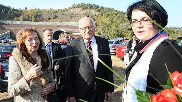 Prezidentský pár na Litoměřicku - dostavba D8 u Prackovic.