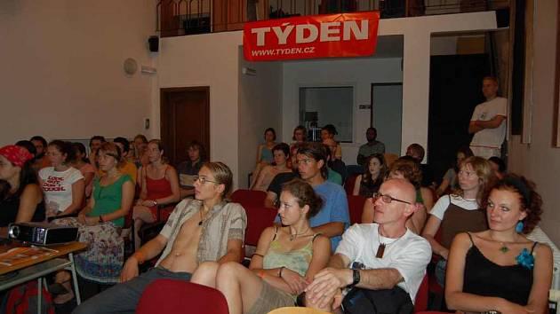 Diváci na litoměřickém filmovém festivalu.