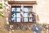Zrestaurované renesanční malby zdobí fasádu radnice v dvorním traktu.