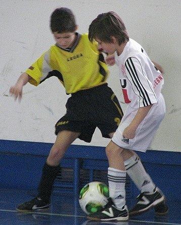 BROZANY porazily ve vzájemném duelu Doksy (vbílém) těsně 1:0.