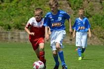 SOUBOJ. Fotbalisté SK Sokol Brozany (vlevo) skončili v Ústí na čtvrtém místě.
