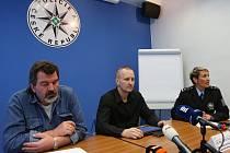 PŘÍPAD MIMINO OBJASNIL dvanáctičlenný vyšetřovací tým složený z policistů krajského ředitelství a Územního odboru Litoměřice. Na snímku Pavel Záhumenský (vlevo) a Martin Charvát.