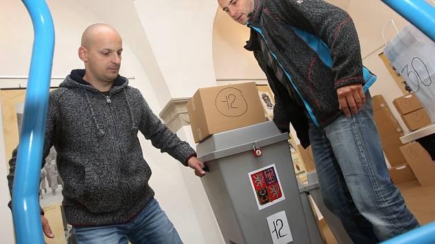 Volební urny se stěhují na jednotlivé volební okrsky v Litoměřicích