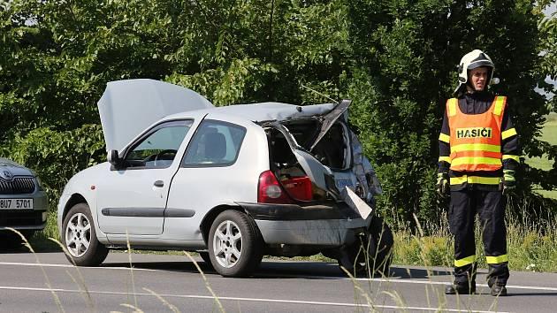 Dopravní nehoda na silnici mezi Litoměřicemi a Terezínem.