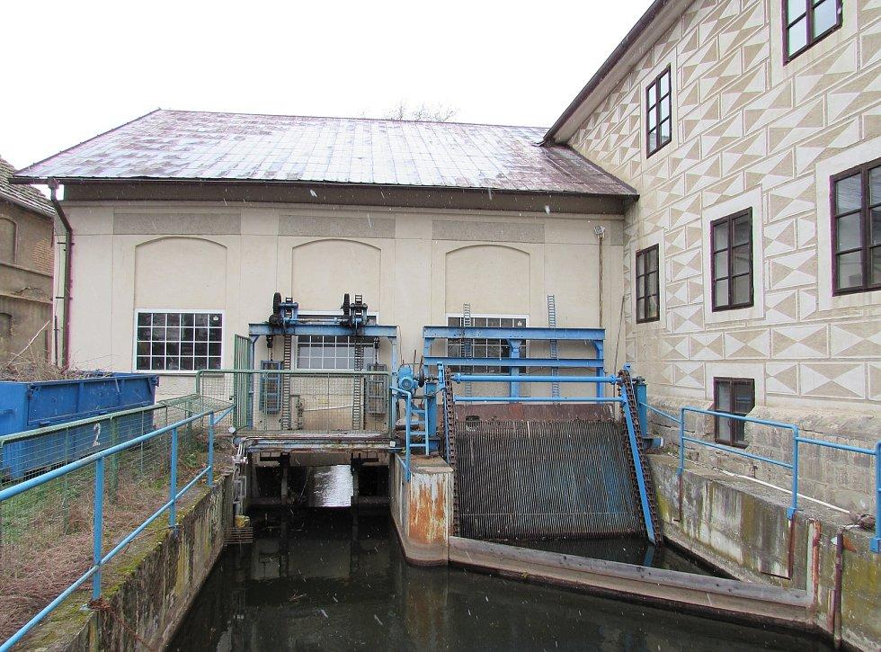 Brozany nad Ohří se mohou pochlubit řadou nemovitých kulturních památek. Na snímku je vodní mlýn později přestavěn na malou vodní elektrárnu.