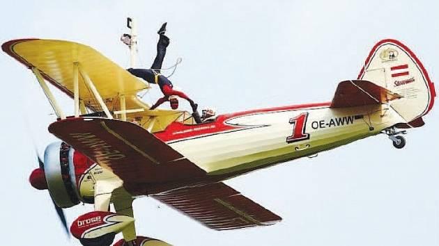 PEGGY KRAINZ bude podle pořadatelů hlavní hvězdou letošního Memorial air show v Roudnici. Letošní ročník je věnován Československým aeroliniím, které slaví 90 let od založení. Své dvacáté narozeniny na akci oslaví také Litoměřický Deník.