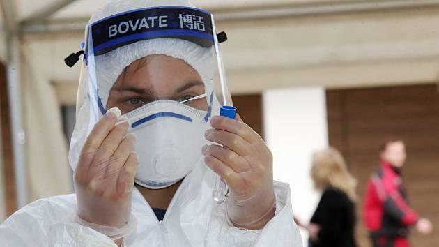 Štětské papírny zřídily testovací stanoviště pro své zaměstnance, ale i pro samoplátce a nařízené hygienou.
