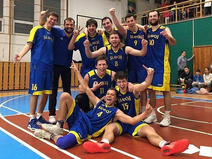 Basketbalisté Slavoj BK Litoměřice B po výhře ve Velkém Meziříčí.