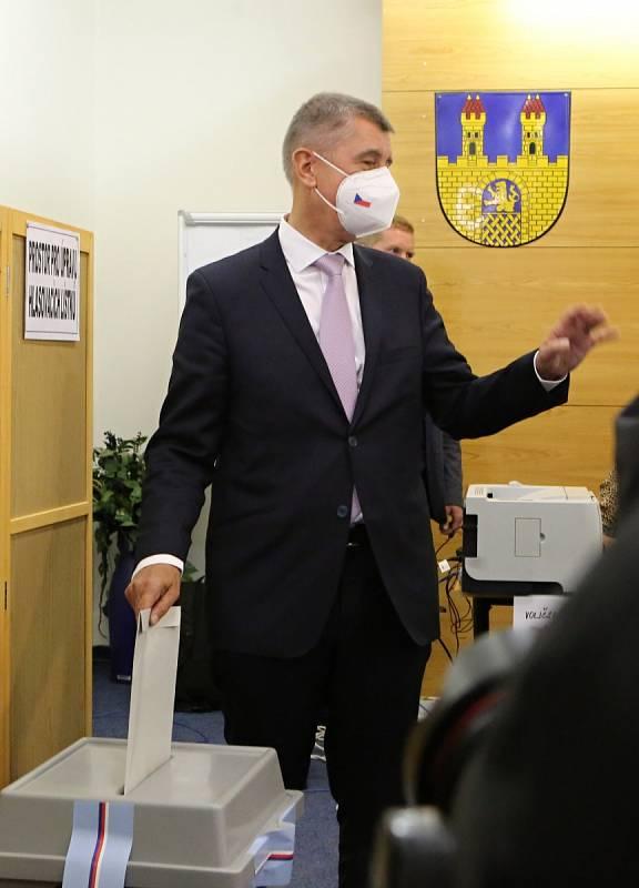 Andrej Babiš, předseda vlády a lídr kandidátky ANO v Ústeckém kraji, odvolil v pátek 8. října odpoledne v Lovosicích
