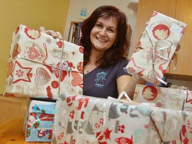 Vedoucí služby Azylového domu pro matky s dětmi Diakonie Litoměřice Ivana Jelínková už připravuje první dárky.
