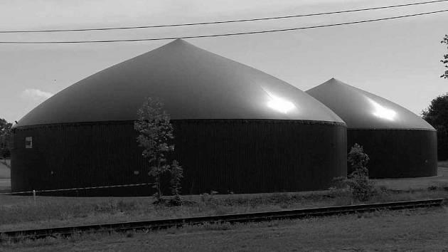 Bioplynové stanice mají nejrůznější podoby. Takováto vyrostla letos v červnu ve východních Čechách.
