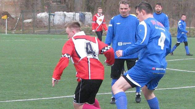 Fotbalová příprava Roudnice (v modrém) - Byšice 2:1.