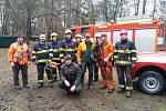 Lovosickým hasičům se podařilo zachránit fenku, která spadla do skalní praskliny.