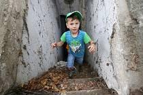 Obyvatelé Lovosic a okolí se mohli v pátek odpoledne podívat do krytu civilní ochrany v parku u základních škol. Tyto kryty pochází z padesátých let minulého století a dnes jsou už v žalostném stavu a jejich využitelnost je téměř nulová.