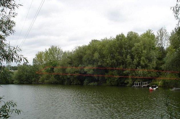 Dva pozemky pod hladinou Píšťanského jezera uLovosic byly předmětem elektronické dražby