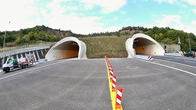 Tunely na dálnici D8 u Prackovic. Archivní foto