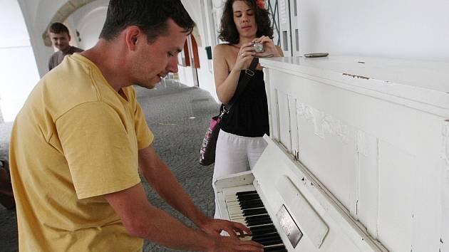 """Piano """"pro všechny"""" již je na litoměřickém náměstí."""