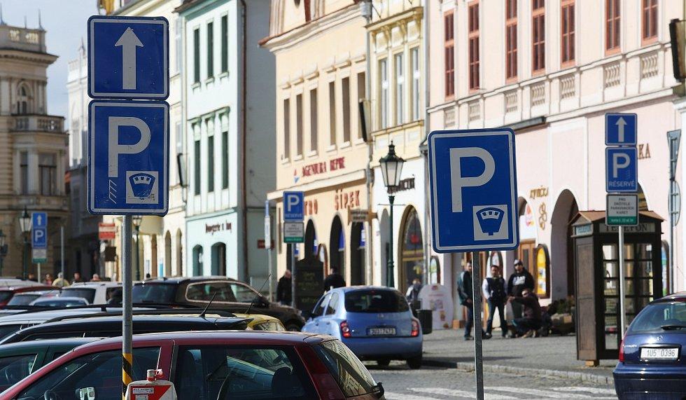 Značky na Mírovém náměstí v Litoměřicích.