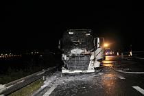 Noční požár kamionu.