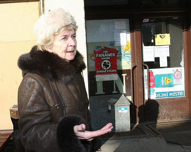 V Sebuzíně zrušila Česká pošta k poslednímu lednu svoji pobočku. Obyvatelé mají nyní možnost si listovní poštu a balíky, které mobilní pošta nedoručí, vyzvednout v místním obchodě, který provozuje Vietnamec Trung Dao Xuan.