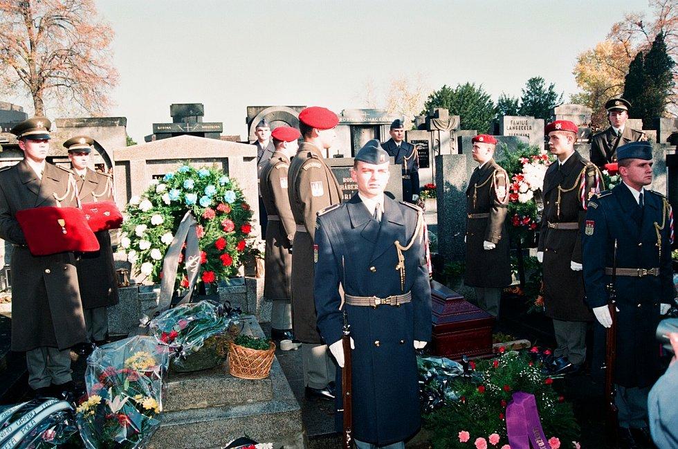 Vzpomínkový akt u hrobu generála Františka Chábery na litoměřickém hřbitově.