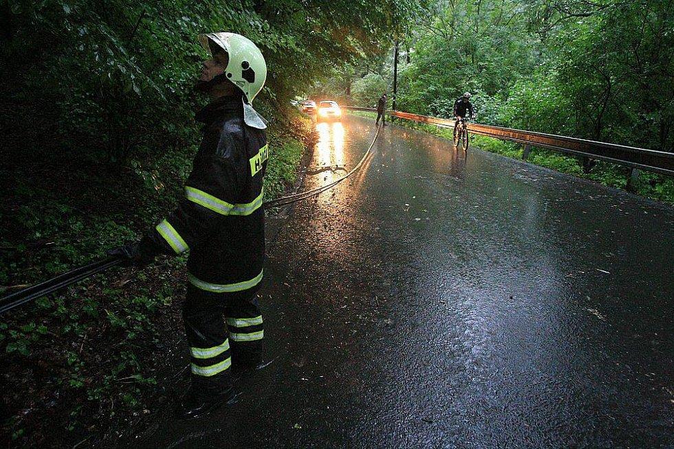 Sobota 7. srpna 2010 - silnice mezi Litoměřicemi a Sebuzínem.