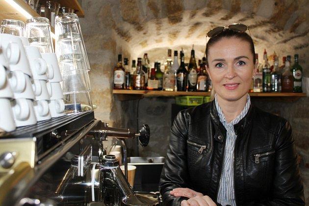 Simona Kučerová a její kavárna vÚštěku